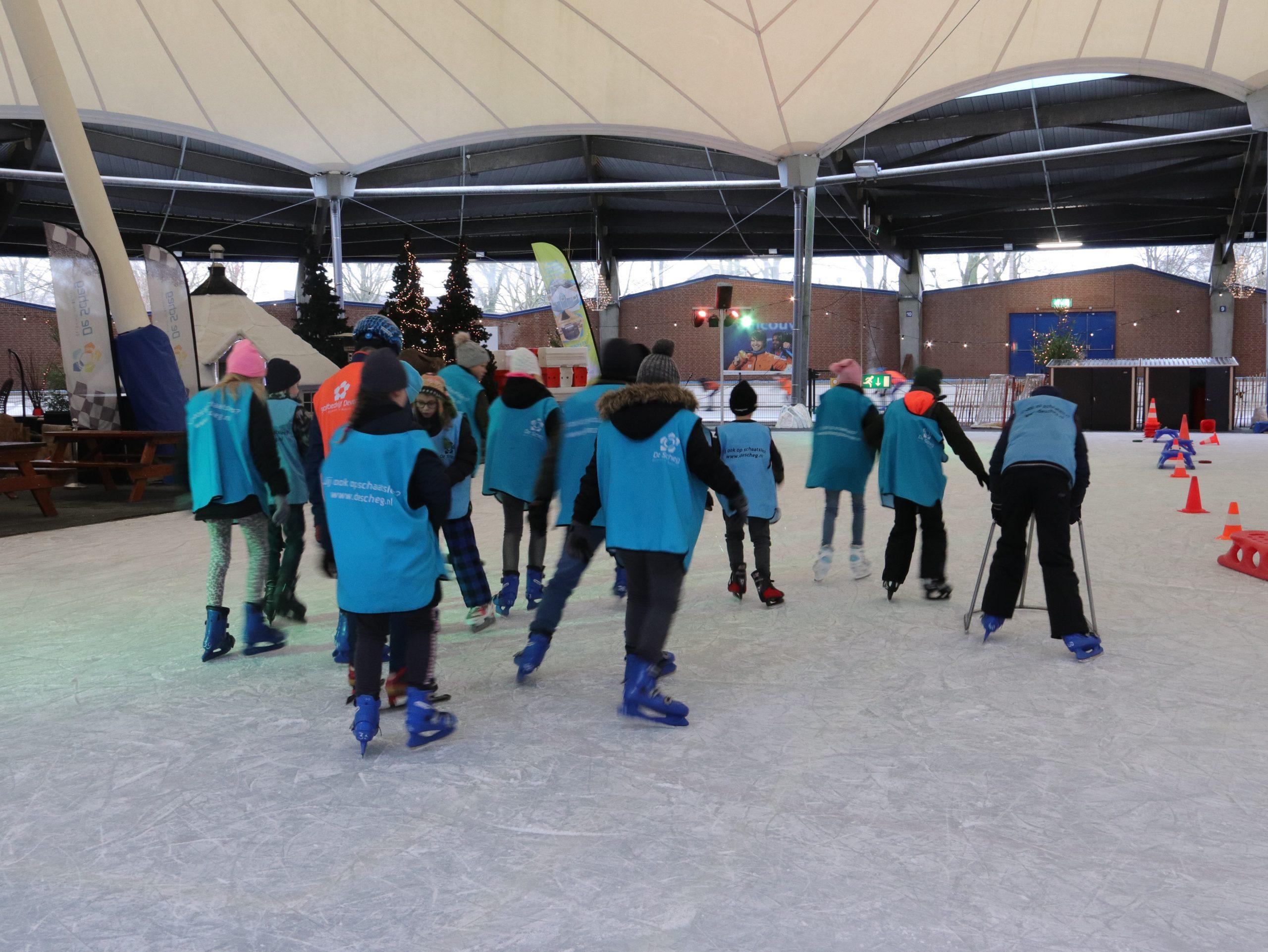 Schaatsen op kunstijsbaan De Scheg in Deventer